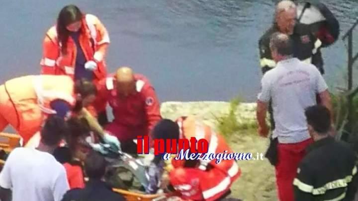 Cade nel fiume Tevere, salvato 63enne