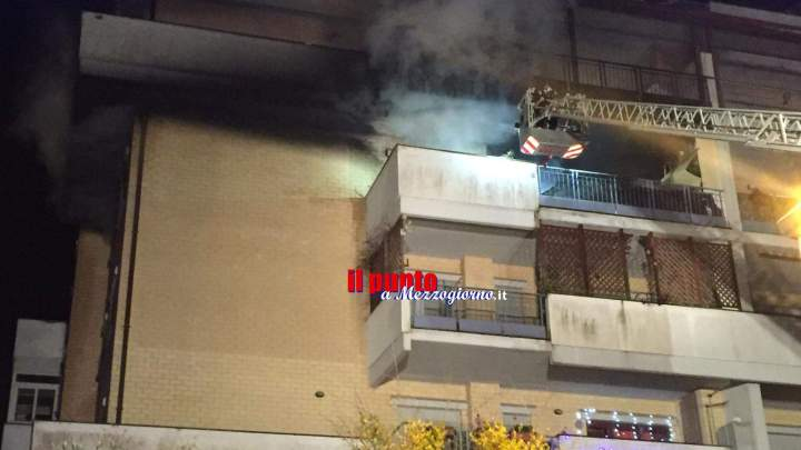 Appartamento in fiamme a Nettuno, trovato corpo carbonizzato di uomo