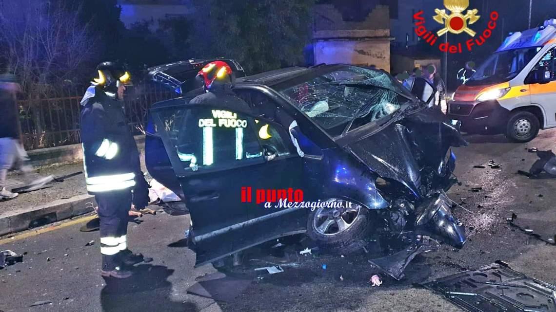 Incidente stradale a Fondi, due persone intrappolate nei rottami dell'auto
