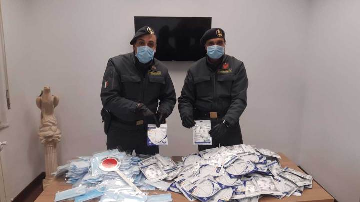 Ceprano – Oltre 700 mascherine non sicure sequestrate dalla Guardia di Finanza, due persone denunciate