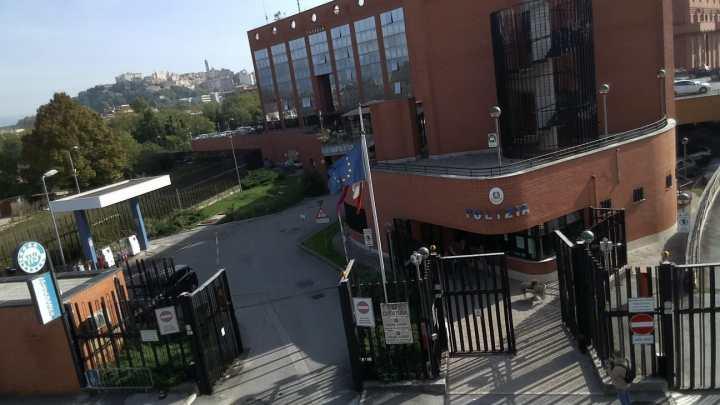 Il questore chiude per 15 giorni un bar ad Anagni, il proprietario ha sparato colpi di pistola contro ex della barista