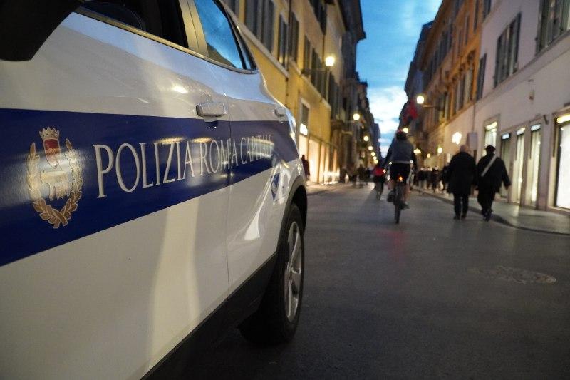 Invita ad usare le mascherine, agente della Locale insultata da esponenti Forza Nuova a Roma