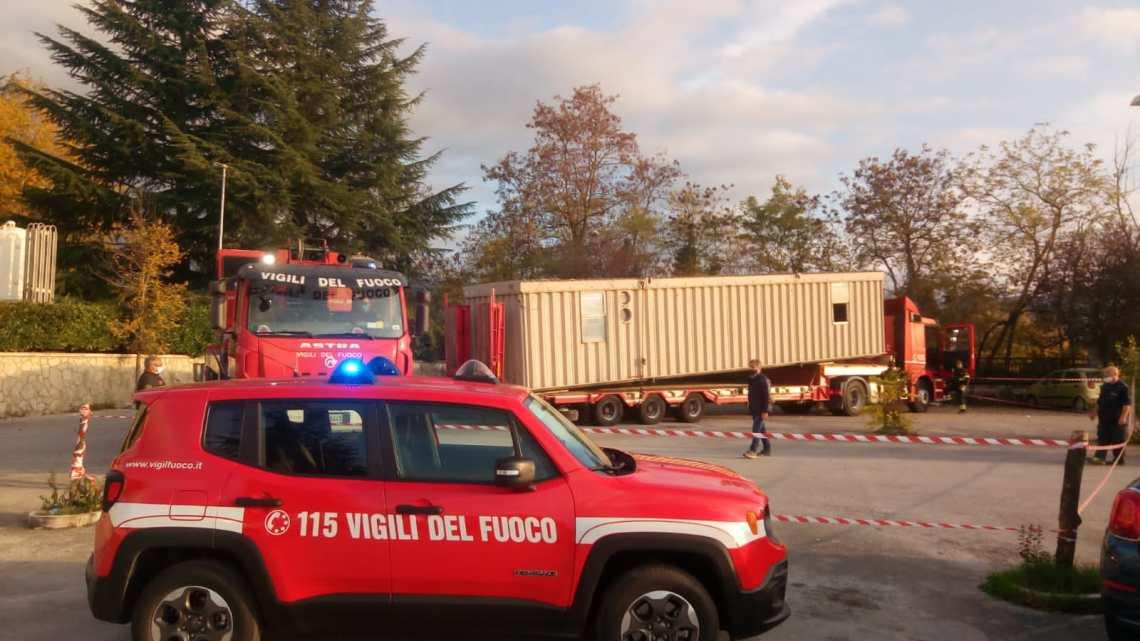 Intervento dei Vigili del Fuoco per spostare modulo abitativo all'ospedale di Isernia