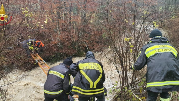 Cacciatori bloccati da un torrente in piena portati in salvo dai Vigili del Fuoco