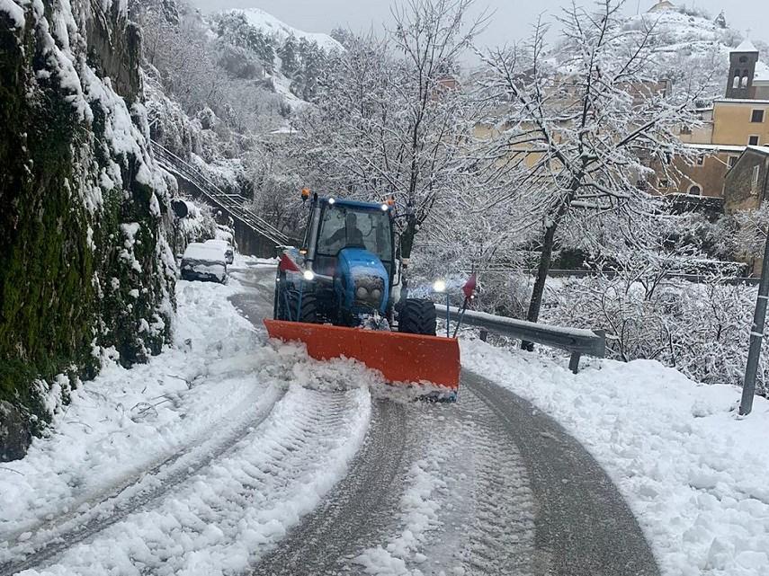 Ciociaria imbiancata dalla neve, in azione i mezzi spazzaneve – LE FOTO
