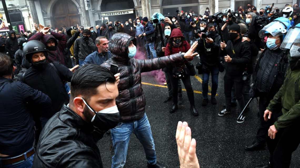 La rabbia dei ristoratori e commercianti nella manifestazione a Roma, 120 identificati
