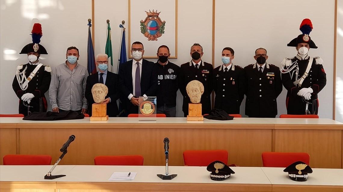 I Carabinieri per la Tutela del Patrimonio Culturale restituiscono al Museo Civico di Fondi due teste in marmo rubate 41 anni fa