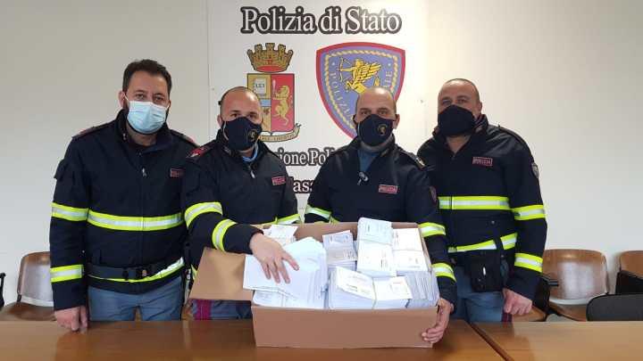 Sorpresi in auto a San Vittore con quasi 1500 bancomat rubati, denunciati 3 uomini