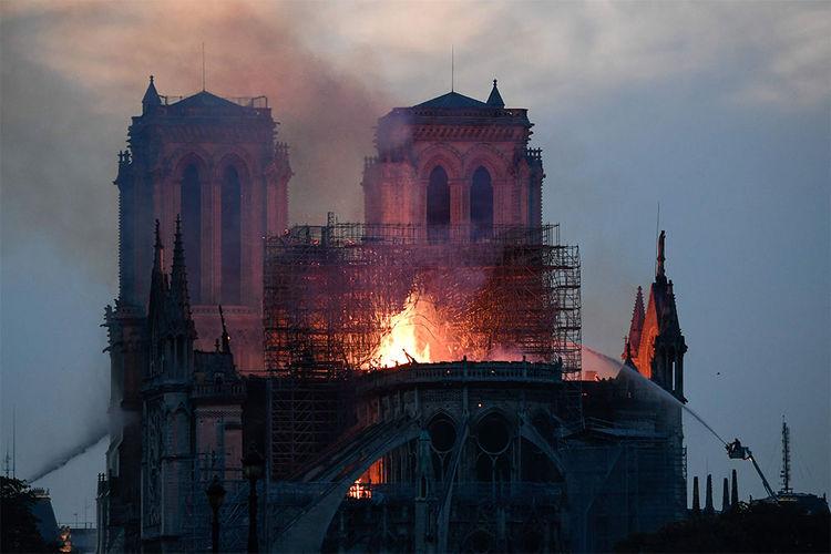 Incendio di Notre Dame ed ennesimo smacco all'arroganza francese