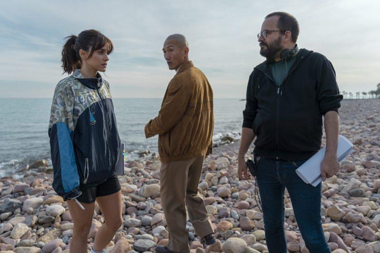 """Sul set della serie  """"Paraiso"""" con il regista Fernando Gonzalez Molina e Macarena Carcìa"""