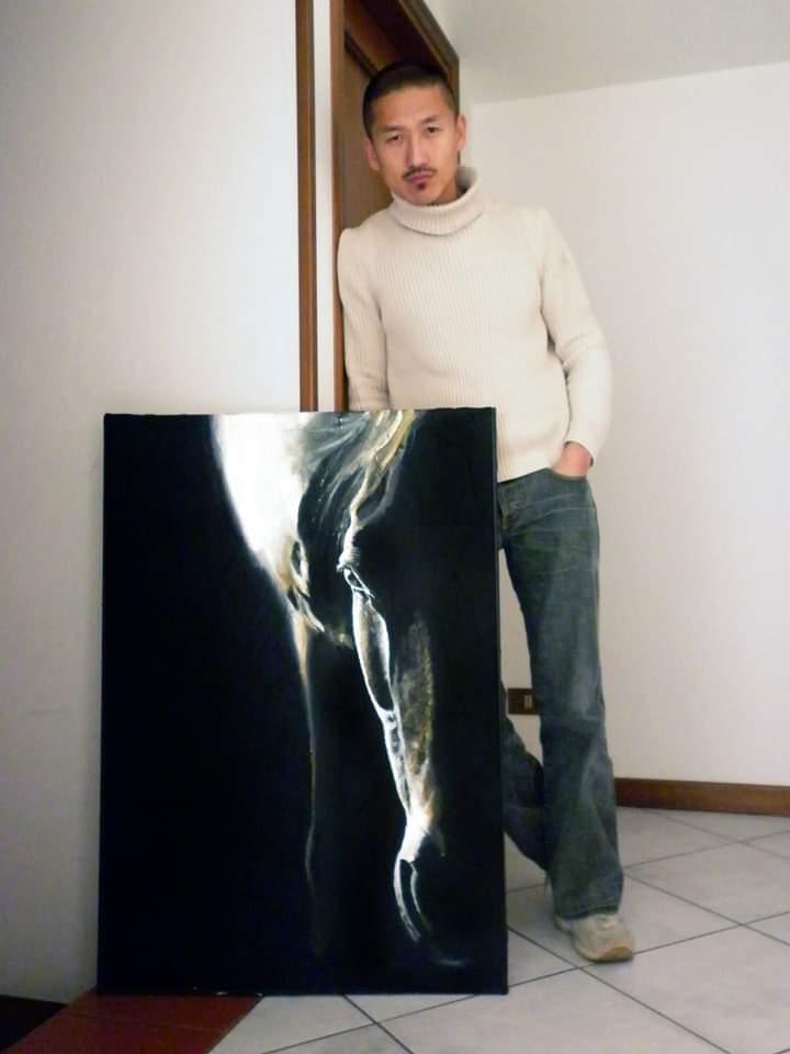 Yoon è attivo anche come pittore