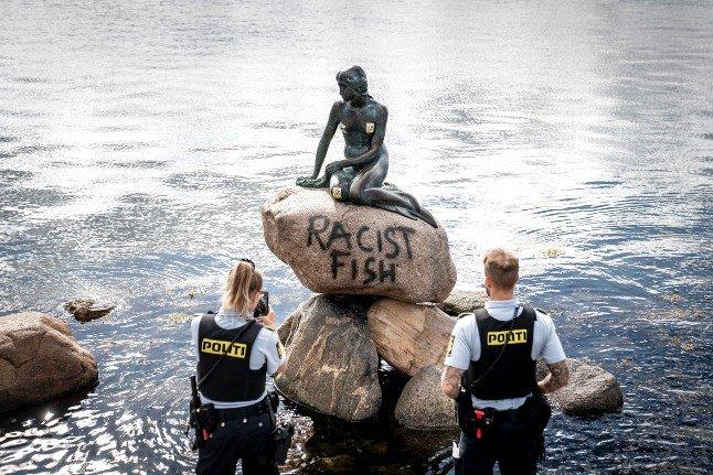 La Statua della Sirenetta di Copenaghen imbrattata