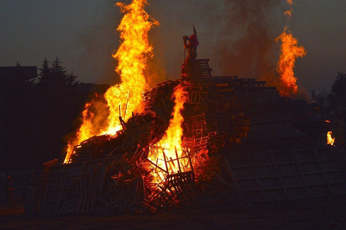 San Fiorano brucia