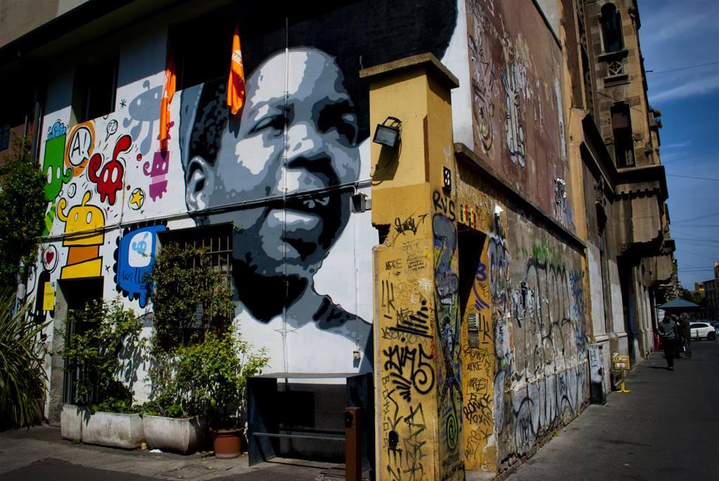 Street art di Milano quartiere Isola: al Frida Bar con Zibe e Willow