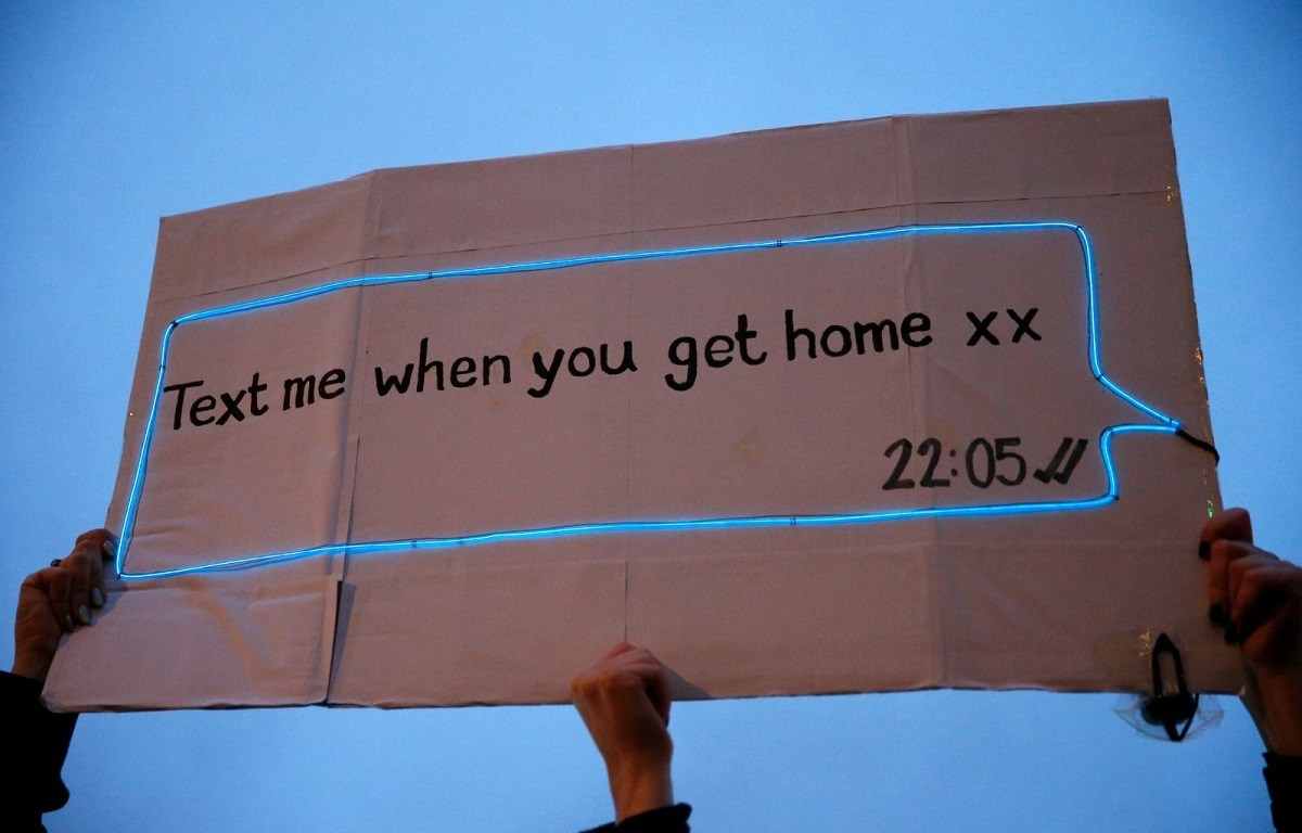 Sarah everard - stava solo tornando a casa