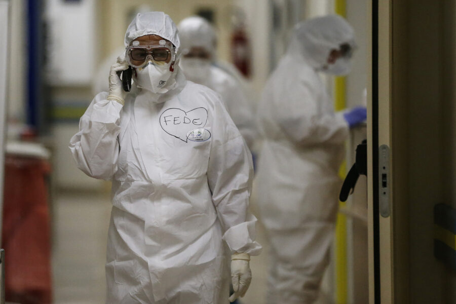 Coronavirus, altri 10mila casi e 348 decessi ma con 25mila tamponi in meno: al 13,8% il tasso di positività