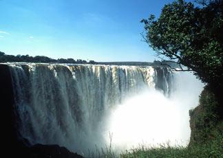 Le cascate Vittoria in Zimbabwe (foto Ap)