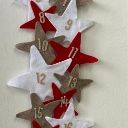 Calendario dell'avvento con stelle