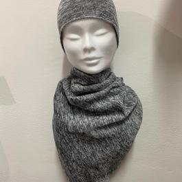 Set cappello con sciarpa color grigio