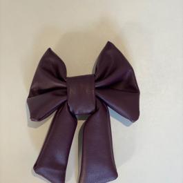 Fiocco per capelli in ecopelle viola
