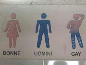 Toilette per gay, bufera di polemiche in Salento
