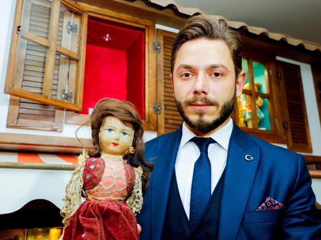 La 'bambola di Auschwitz' cerca la sua vera famiglia tramite il DNA