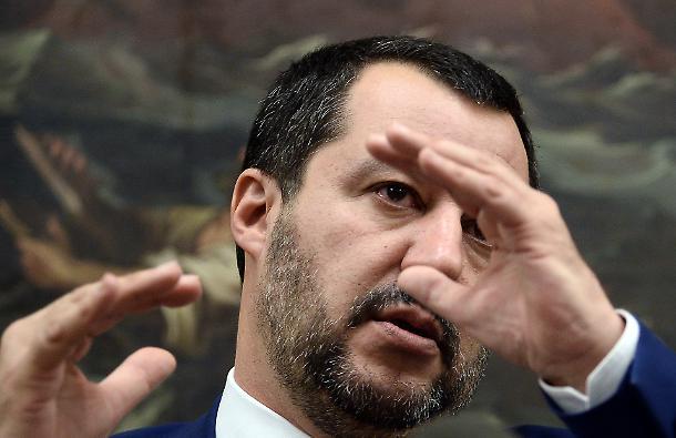 Salvini ed i suoi nemici: La teoria dell'identità sociale di Tajfel alla base della comunicazione del ministro degli interni