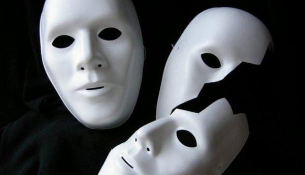 """Da Edipo al gioco """"Indovina Chi?"""": l'irrisolvibile rebus dell'identità"""