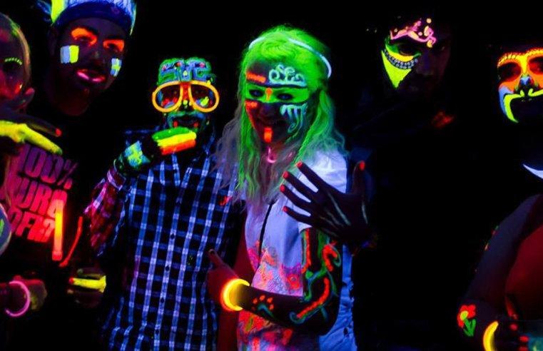 Fluorescenza e fosforescenza: i fenomeni di fotoluminescenza alla base dei fluo-party