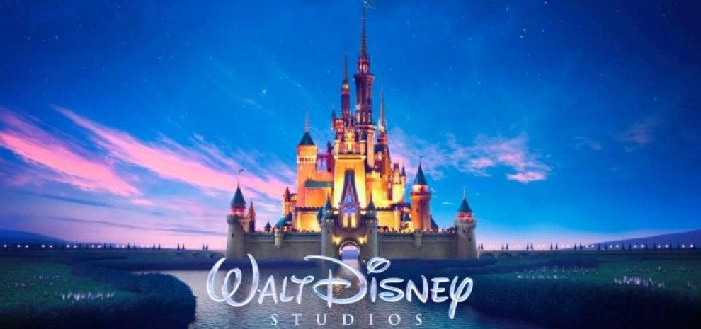 La forza simbolica della Disney spiegata da Baudrillard con la faccia di Topolino
