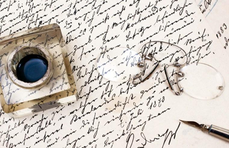 Quando gli scrittori scrivono di scrittura: in dialogo con Platone, Derrida e Caparezza