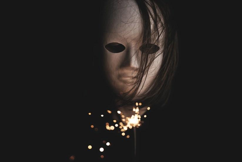 Ognuno di noi cela il male dietro una maschera, come fa il Fantasma dell'opera