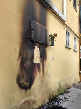 Targa in memoria dei partigiani bruciata in zona Pietralata, Roma (Tgcom24)