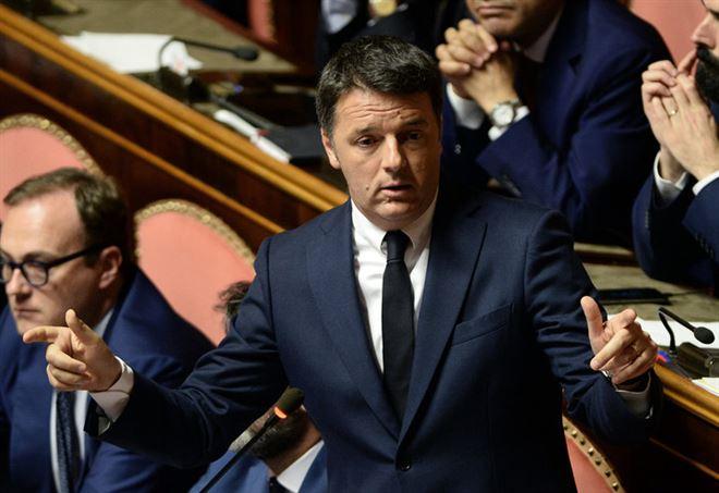 Matteo Renzi in Senato (LaPresse)