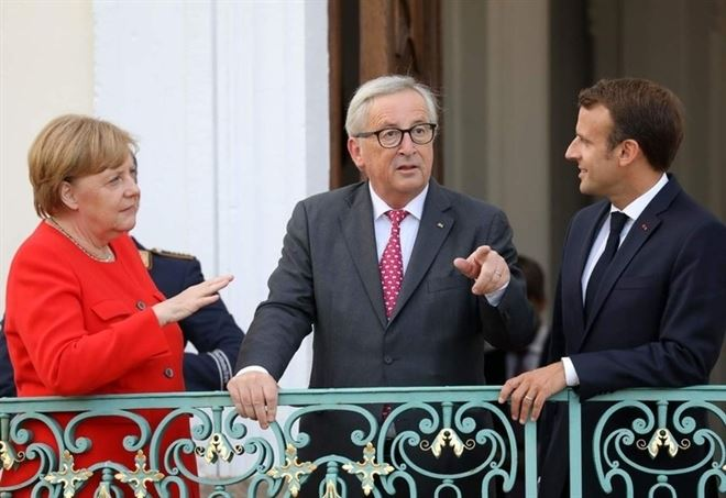 Angela Merkel, Jean-Claude Juncker, Emmanuel Macron (LaPresse)