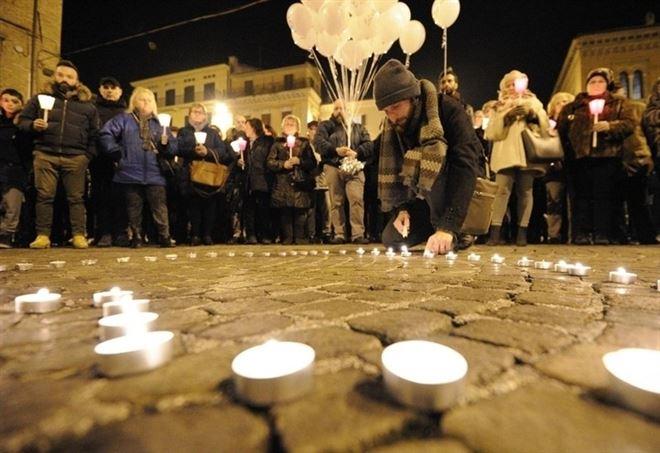 Una veglia per le vittime di Rigopiano, a fine gennaio 2017 (LaPresse)