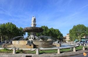 La Fontaine in Place de la Rotonde estate Provenza