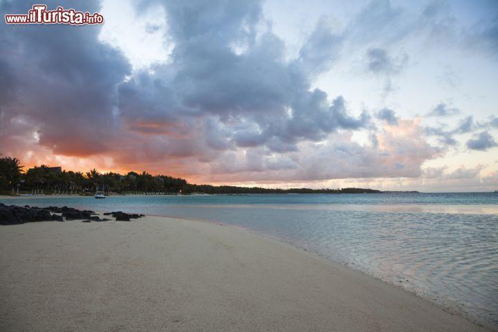 Alba a Belle Mare Mauritius  Cieli con nuvole   Foto