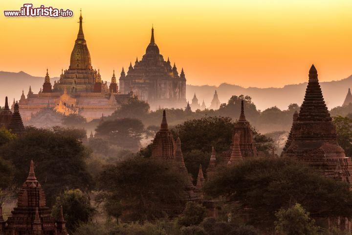 Il tempio di Ananda al crepuscolo Bagan Myanmar   Foto Bagan