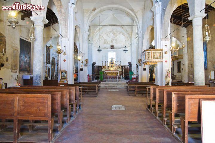 Interno della chiesa di San Donato a Civita di   Foto Civita di Bagnoregio