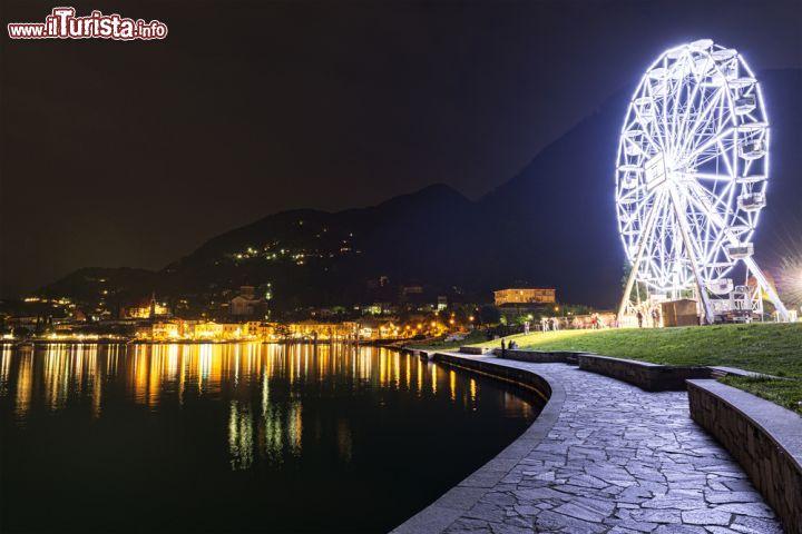 Ruota panoramica a Laveno Mombello Lombardia   Foto