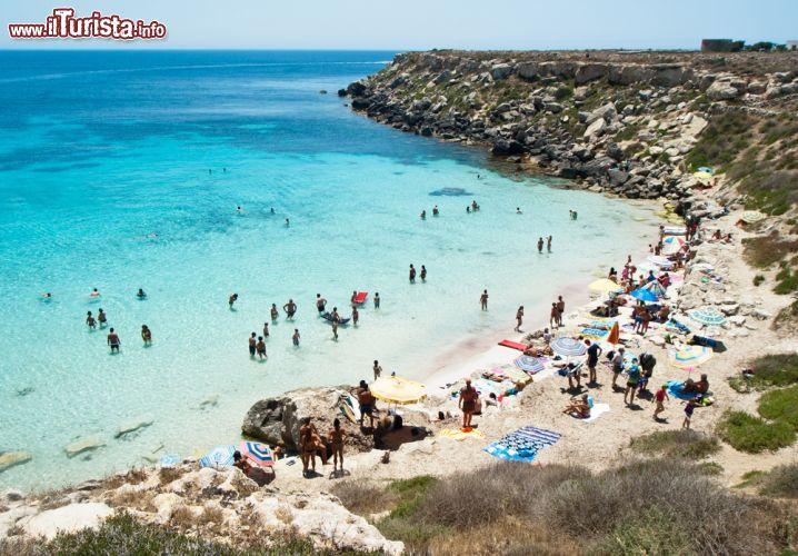 Spiaggia sullisola di Favignana Sicilia   Foto
