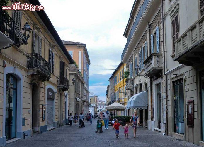 Una strada del centro di Senigallia Marche  giovanni   Foto Senigallia
