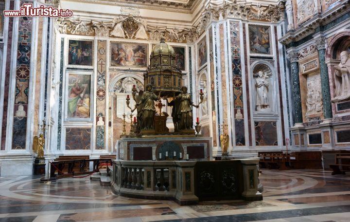 La ricca Cappella Sistina con al centro il tabernacolo   Foto Roma Santa Maria Maggiore