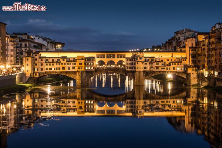 Fotografia notturna sullArno PonteVecchio   Foto Firenze Ponte Vecchio
