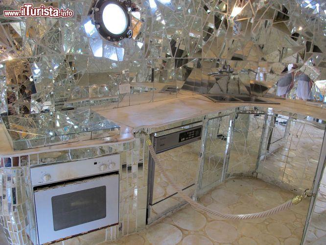 La cucina ricavata allinterno della statua   Foto