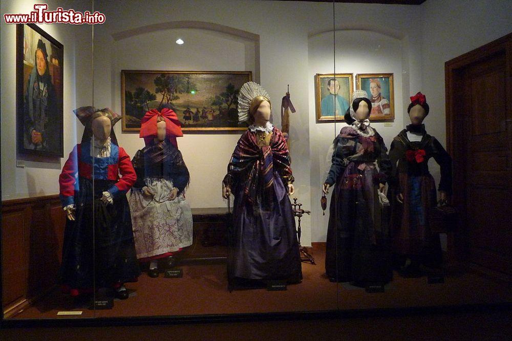 Vestiti tipici dellAlsazia Musee Alsacien   Foto