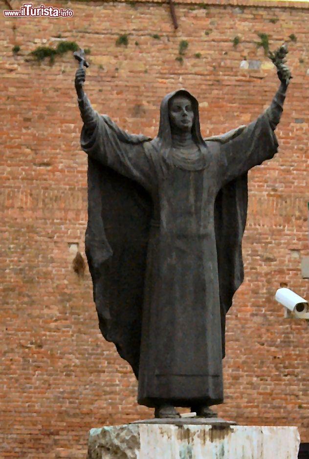 La statua di Santa Caterina da Siena Fortezza   Foto