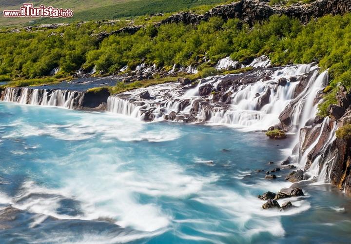 Hraunfossar le spettacolari cascate nellIslanda