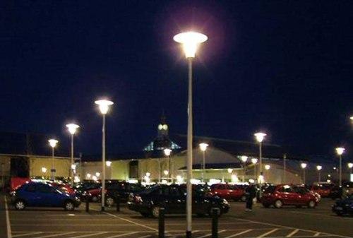 Luminarios tipo punta de poste con grado de protección IP54. Foto: Lighting Master ©